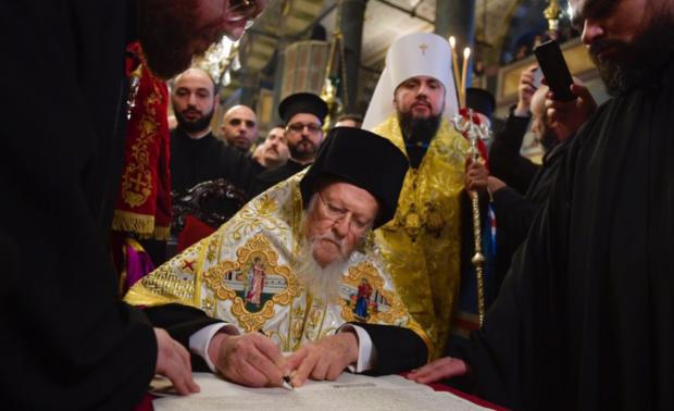 Томос вже в Україні: тепер точно можна святкувати