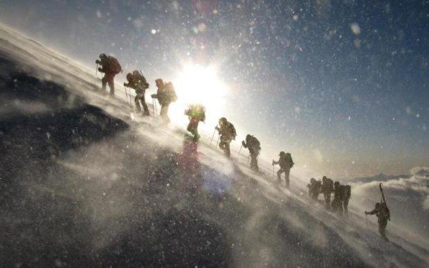 Два десятка альпинистов потерялись в горах Китая