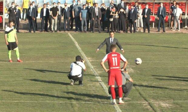 Зеленський на футбольному полі, скріншот з відео