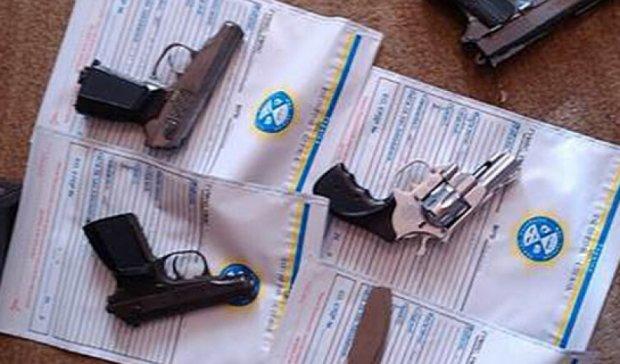 СБУ разоблачила мастерскую по переработке травматического оружия в Коростене (фото)