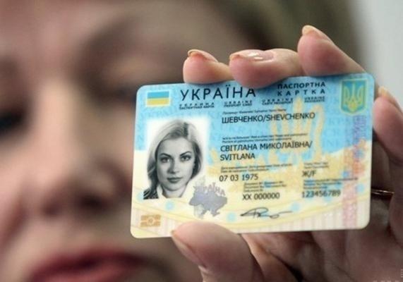 Українці масово скаржаться на ID-паспорти, біометрика виявилася пасткою