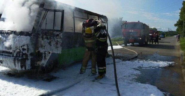 Загорелась маршрутка, фото ГСЧС