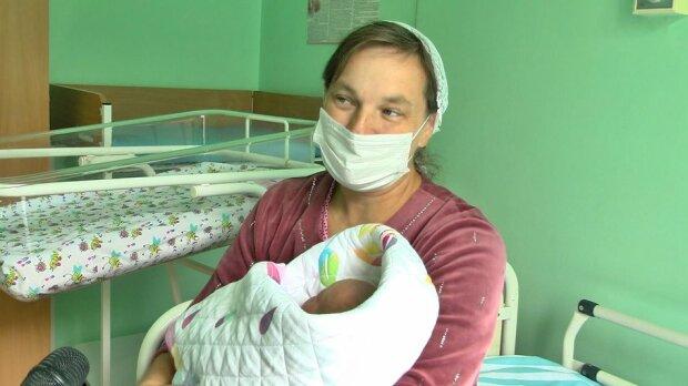 Хмельничанка народила шістнадцяту дитину і заплакала від щастя - мрія збулася в 45