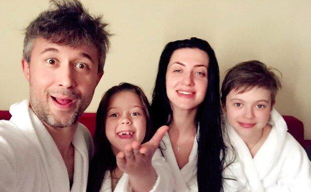 """Бабкин показал, как выросли его дети, копии Сергея и Снежаны: """"Уже такие взрослые!"""""""