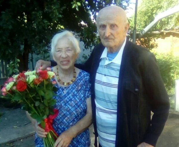 """65 лет вместе: пара украинцев отметили """"железную"""" свадьбу и поделились бесценным секретом"""