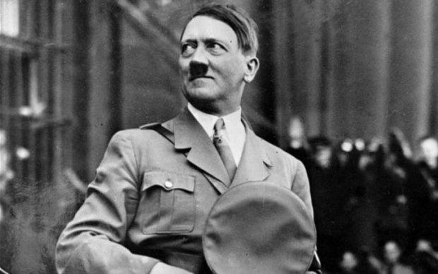 Ватные СМИ узрели Гитлера в руках украинских детей