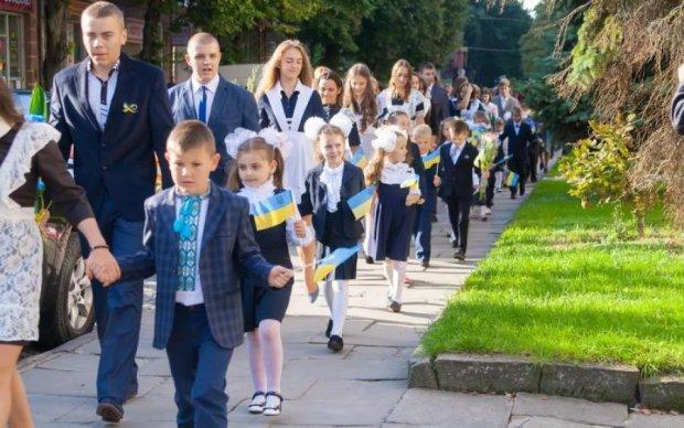 Школьные базары вытрясут из украинцев последние копейки: что и сколько стоит