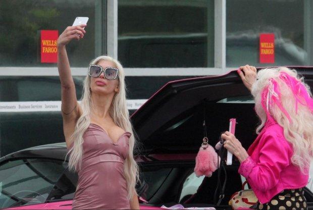 Вік – всього лише цифра: 43-річна модель приголомшила фотосесією у прозорому купальнику