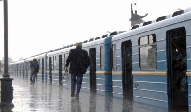 Осінні дощі та похмура погода триватимуть в Україні