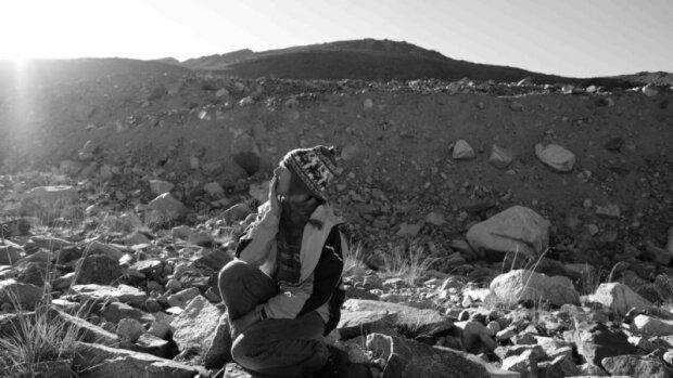 """30 років холоду і самотності: відчайдушна жінка поселилася на льодовику, """"останню з могікан"""" врятувало диво"""