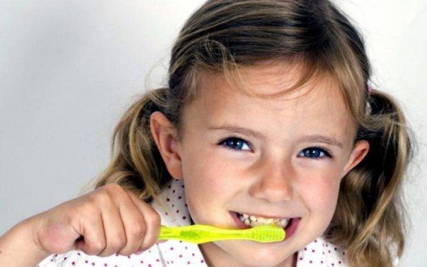 Стоматологи розвінчали популярні міфи про молочні зуби