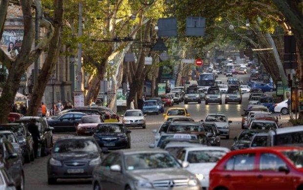 До уваги водіїв: українці починають їздити з європейською швидкістю