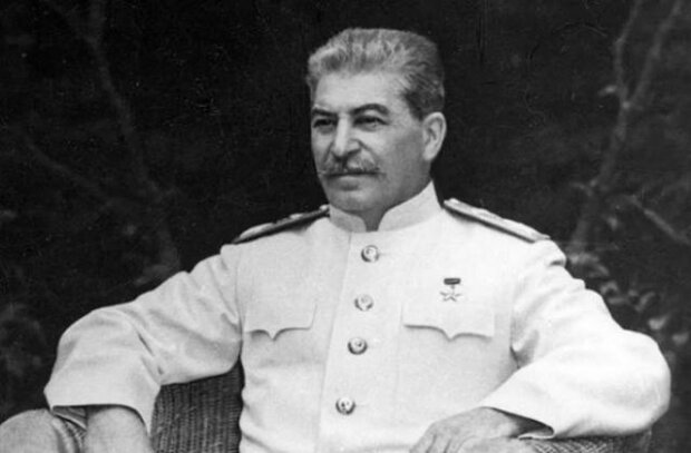 Паралич и нос, как у Буратино - историки установили  многочисленные дефекты Сталина