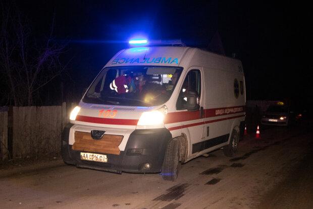 В Киеве пьяная парочка устроила ДТП и продолжила вечеринку с водкой в машине копов