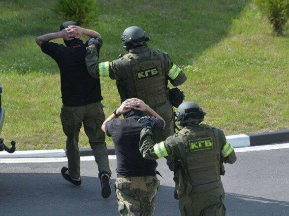 """Запізнилися на літак: у Путіна пояснили, куди летіли затримані в Білорусі головорізи """"Вагнера"""""""