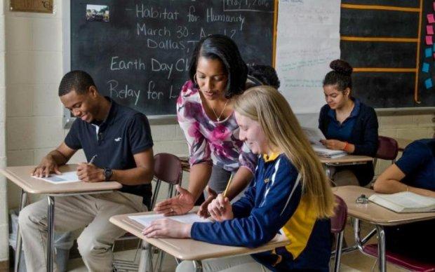 Кольт вместо указки: Сенат вооружил американских учителей