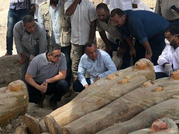 Єгипетські археологи знайшли  20 стародавніх саркофагів