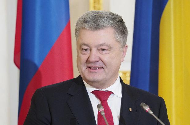 Порошенко заявил, что за время президентства ничего не знал о коррупционных схемах
