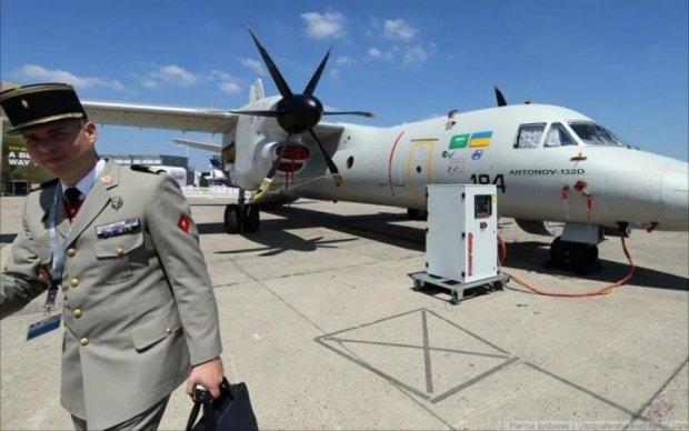 """""""Наш красень"""": у мережі показали новітній літак Антонова"""