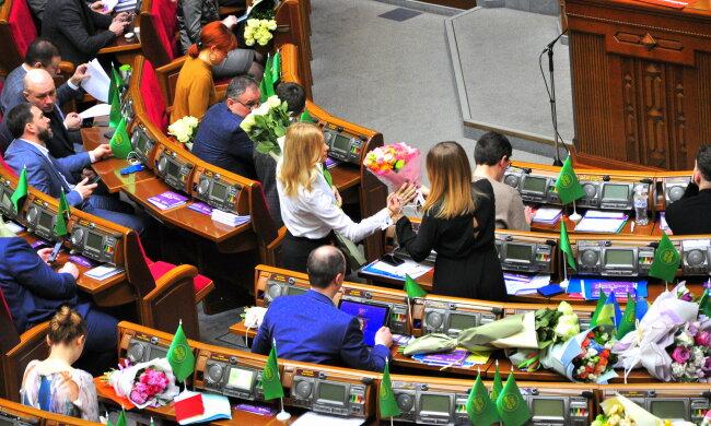 Верховная Рада,подарки к 8 марта - фото Знай.uа