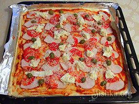 Хрустящая домашняя пицца с оригинальной начинкой - простой рецепт и маленькие хитрости