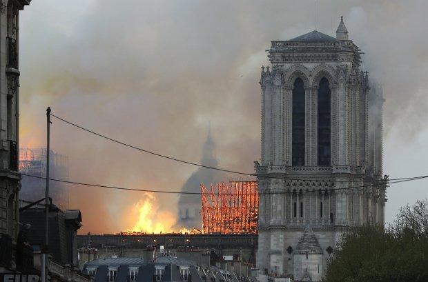 Сотні смугастих стражників дивом вижили у вогні Нотр-Даму: надзвичайна історія