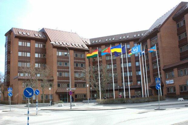 Вокруг посольства Украины в Швеции разразился громкий скандал: без полиции не обошлось