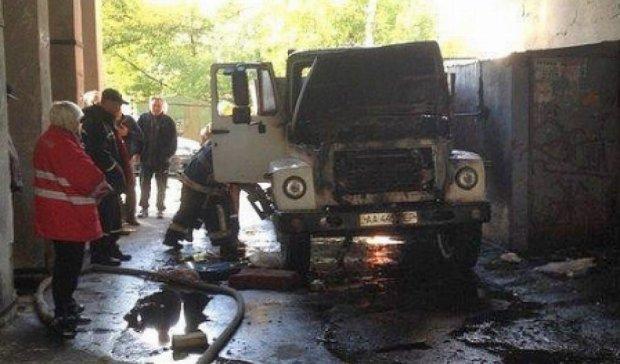 В столице сгорел грузовик со строительными материалами (фото)