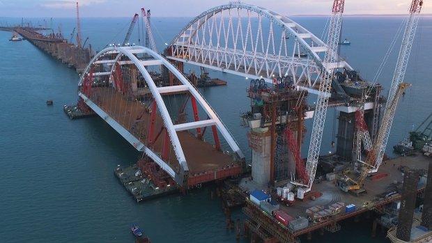 Крымский мост прорвался на свободу, приклеенная гордость Путина не выдержала