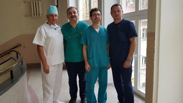 Львівські хірурги готуються до унікальної операції, фото: ZAXID