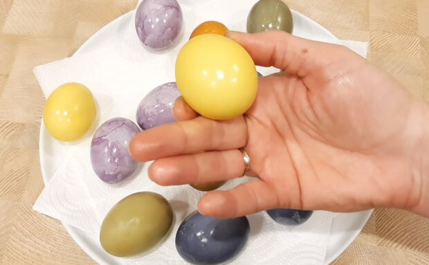 """Красим яйца на Пасху натуральными средствами: вся палитра без какой-либо """"химии"""""""