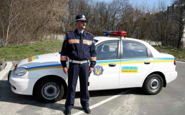 Вас зупинив дорожній поліцейський: що потрібно знати