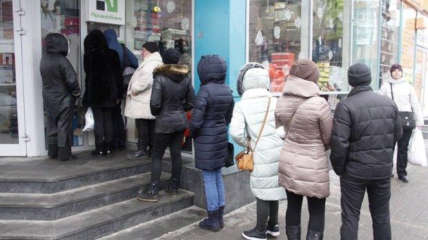 Очереди у банкоматов ПриватБанка