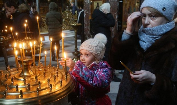 Рвали сорочки і ряси, трощили хрести, лилася кров: тернопільський храм перетворився на ринг, і все - на очах у дітей