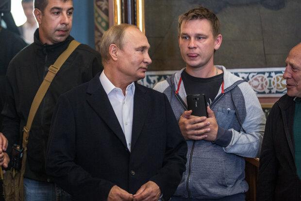 """Путін розлютив росіян ганебною витівкою, постраждали діти: """"Знову слинявий дід лізе з поцілунками"""", відео"""