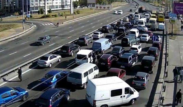 Масштабна ДТП заблокувала в'їзд на Троєщину