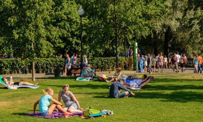 Погода в Киеве на 15 июня: жара отступит, но не прячьте купальники