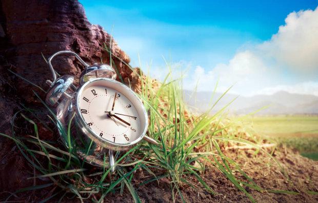 Переход на летнее время в Украине: когда переводить часы