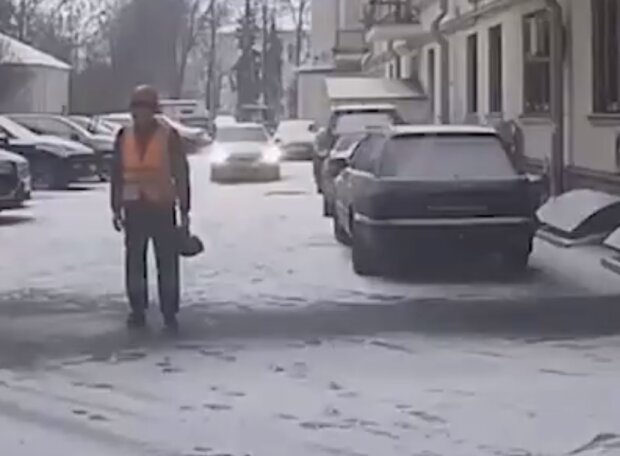 Бійка з двірниками, скріншот відео