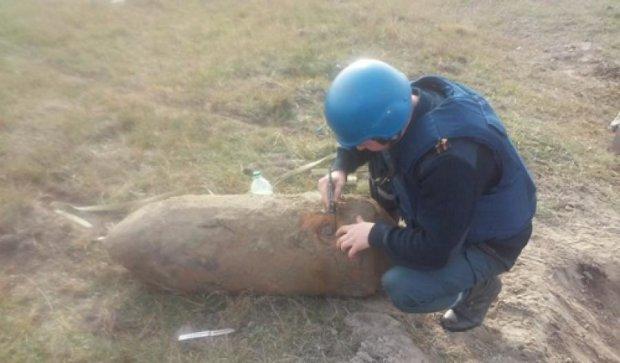 На Рівненщині чоловік знайшов у полі 250-ти кілограмову бомбу