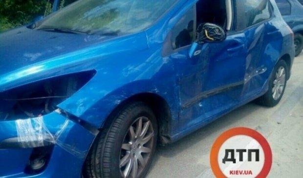 Вулицю Заболотного в Києві паралізувала аварія