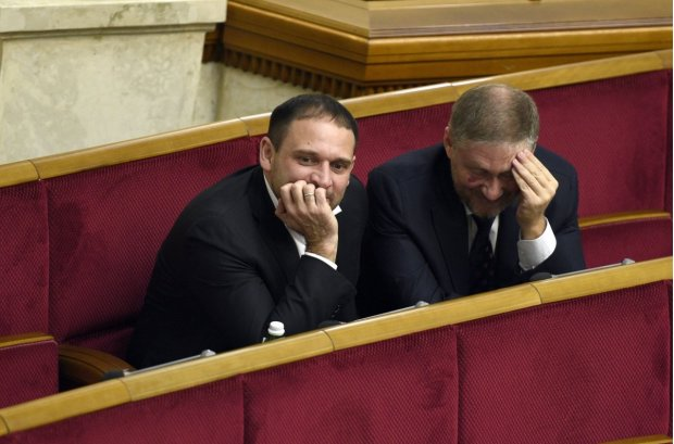 Посміявся, почухався і похрустів: прихід Добкіна у Верховну Раду спантеличив всю Україну