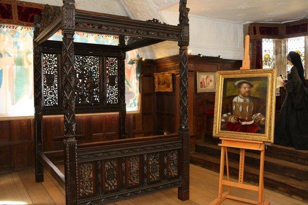 Ліжко XV століття, на якому було зачато цілу королівську династію, ледь не опинилося на смітнику