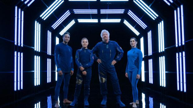 Известный миллиардер создал коллекцию одежды для космических туристов: невероятные фото и видео