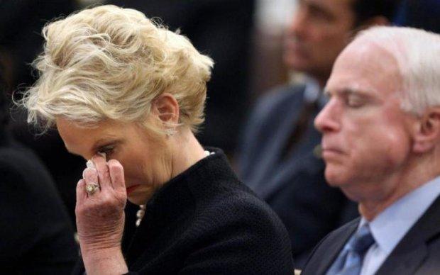 Пусто не будет: вдова Маккейна продолжит его дело