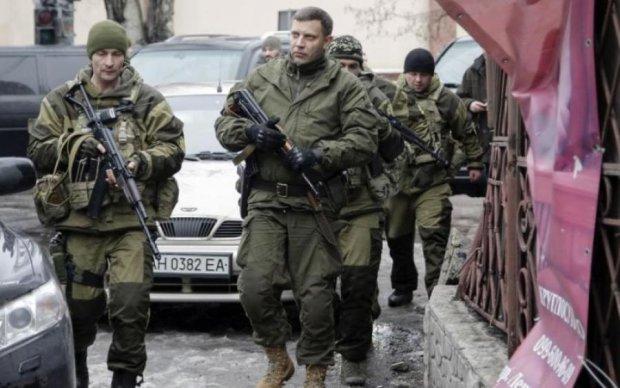 Бойовики порушили спокій кладовища під Донецьком: кадри лякають