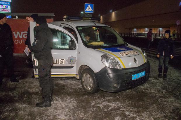 В Киеве жестоко порезали полицейского: первые подробности