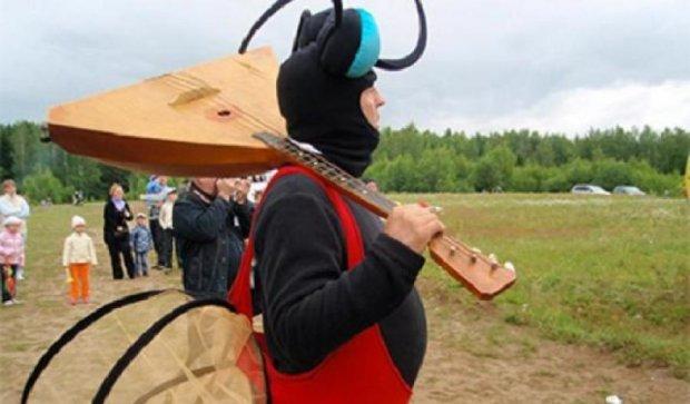 На російському фестивалі комарі виберуть найкращу дівчину