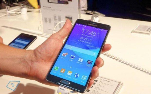 """На те же грабли: Samsung отозвала """"горячий"""" телефон"""