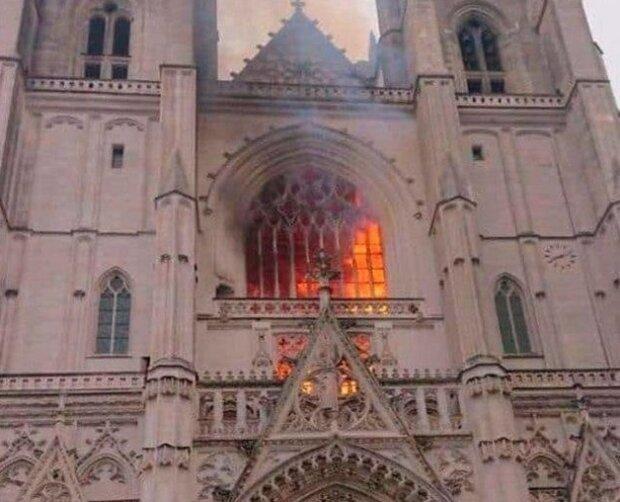 Пожар в соборе, фото из соцсетей